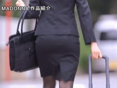 先輩の女上司のパツパツスーツの後ろ姿がエロい!